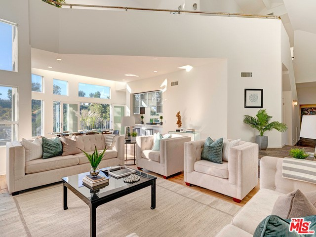 Photo of home for sale at 2585 LEICESTER Drive, Los Angeles CA