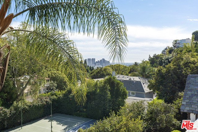 9308 READCREST Drive, Beverly Hills CA: http://media.crmls.org/mediaz/BF5EB570-5643-4F82-88ED-ACC649DF7EEE.jpg