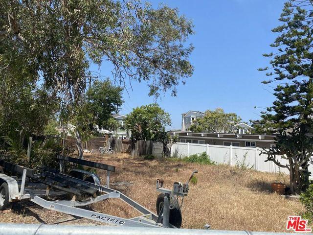 216 16th Street, Seal Beach CA: http://media.crmls.org/mediaz/C07F5D60-8FED-48AB-9DEE-9E61295EC294.jpg