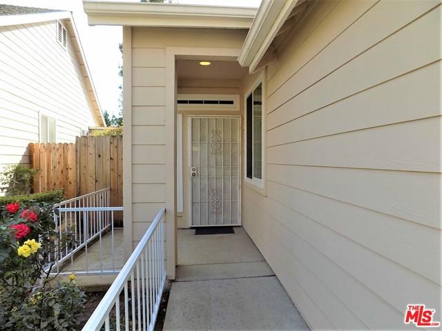 1019 E Monticello Circle, Fresno CA: http://media.crmls.org/mediaz/C0827B6A-5DE4-412B-9870-33DC3A1F3153.jpg