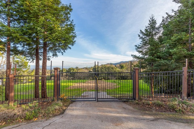 27474 Sunrise Farm Road, Los Altos Hills CA: http://media.crmls.org/mediaz/C0EC214E-415F-45D4-9C77-E25CD338EA9F.jpg