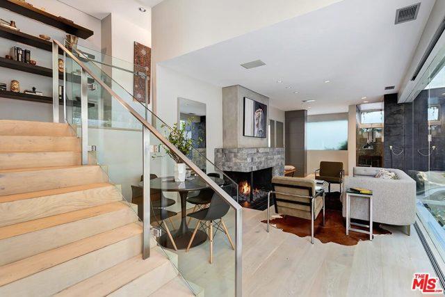 7831 Hillside Avenue, Los Angeles CA: http://media.crmls.org/mediaz/C164980E-853C-42CD-81FF-1CFCB3404172.jpg