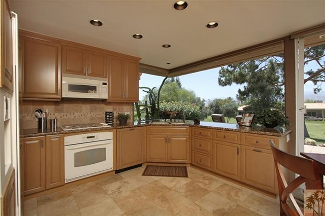 47 Pebble Beach Drive, Rancho Mirage CA: http://media.crmls.org/mediaz/C1AF5CEB-B785-44BA-AFB2-7CF6CC0350B3.jpg