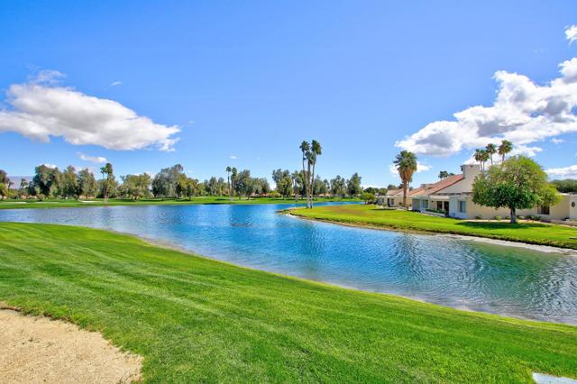 34800 Mission Hills Drive, Rancho Mirage CA: http://media.crmls.org/mediaz/C1DF7E63-46CA-4CFA-9F9F-885452B36CFB.jpg