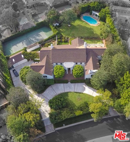 Additional photo for property listing at 143 Mapleton Drive S  Los Angeles, California 90024 United States