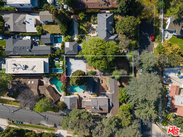 3848 Vantage Avenue, Studio City CA: http://media.crmls.org/mediaz/C2694073-244A-4D18-9C80-E2D02BEFB3F4.jpg