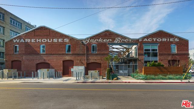 530 S Hewitt Street, Los Angeles CA: http://media.crmls.org/mediaz/C272660E-B79A-4889-98D7-89E3C9439275.jpg