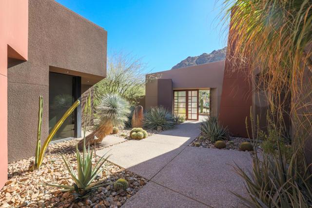 49755 Desert Vista Drive, Palm Desert CA: http://media.crmls.org/mediaz/C273FF8D-C614-465C-A82A-9C91F4226AAB.jpg