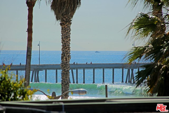 15 26TH Avenue, Venice CA: http://media.crmls.org/mediaz/C2D0D806-E7D0-4DED-9B9D-38373D577FF1.jpg