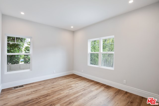 4632 St Charles Place, Los Angeles CA: http://media.crmls.org/mediaz/C30940C7-D5D3-4C29-A67C-55E60CE02D4A.jpg