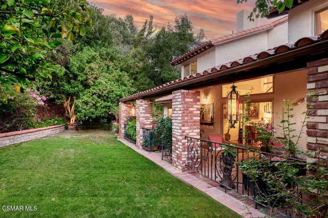 931 Evenstar Avenue, Westlake Village CA: http://media.crmls.org/mediaz/C3284245-4D6E-477B-89FB-E1497AD027C3.jpg