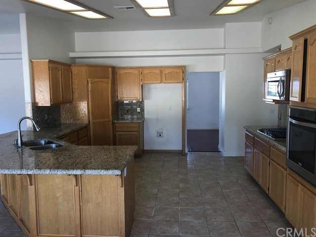 24030 Cahuilla Road, Apple Valley CA: http://media.crmls.org/mediaz/C545F184-8991-4A3E-B666-E32E620CD177.jpg