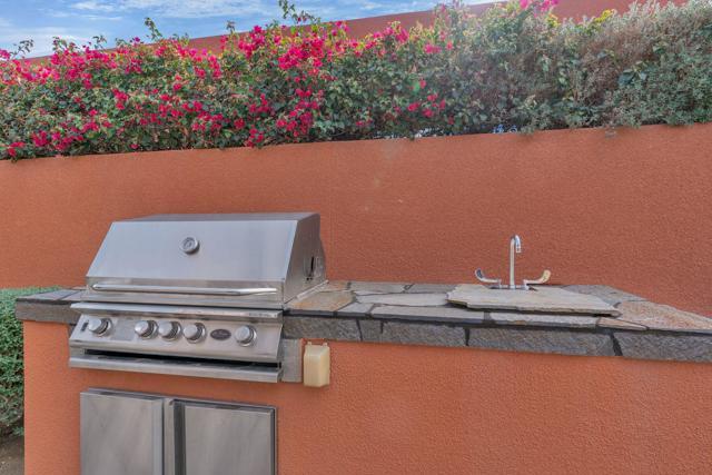 50015 Via Puente, La Quinta CA: http://media.crmls.org/mediaz/C54929A6-26C2-42AF-B23B-CC57BFE0F5C3.jpg