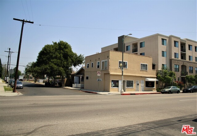 Single Family for Sale at 2433 Jefferson W Los Angeles, California 90018 United States