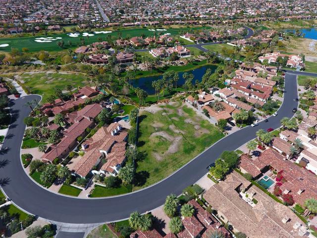 52940 Latrobe Lane, La Quinta CA: http://media.crmls.org/mediaz/C5C12B50-90DF-495E-B3B6-ED4A46A28C6E.jpg