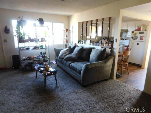 14297 Lynn Road, Apple Valley CA: http://media.crmls.org/mediaz/C5E8A7FF-132A-4A8F-8868-36E84FACBCE3.jpg