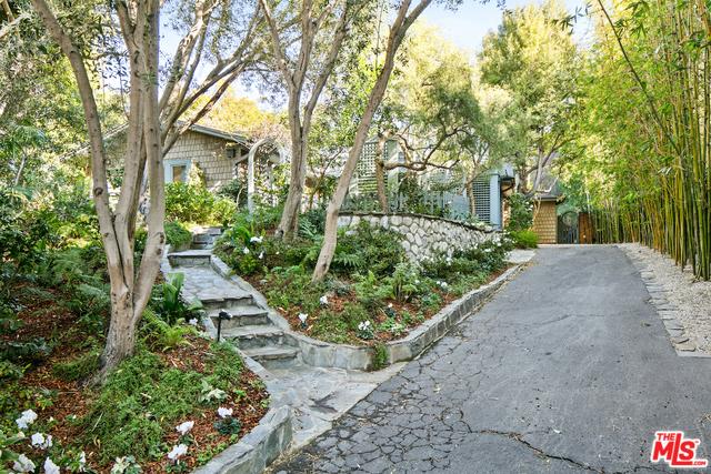 566 Stassi Ln, Santa Monica, CA 90402 photo 4