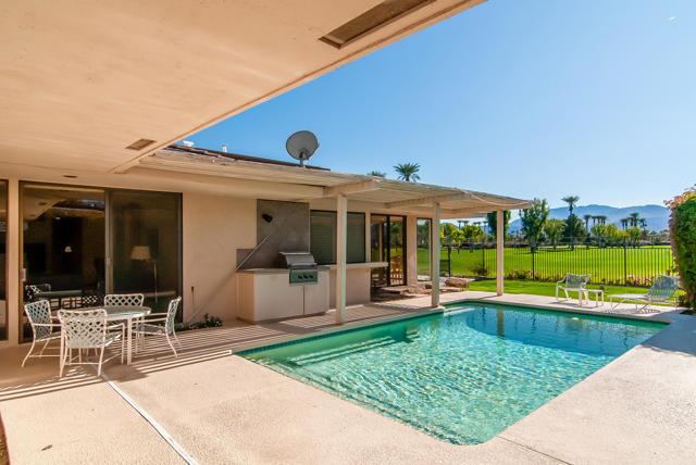 25 Columbia Drive, Rancho Mirage CA: http://media.crmls.org/mediaz/C600D3D5-AA5A-4F7D-9A8F-147100E2C760.jpg