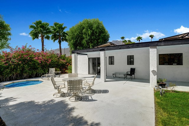 1200 N Avenida Caballeros, Palm Springs CA: http://media.crmls.org/mediaz/C627F5BA-A8FC-42BC-A605-56494EF0CEE7.jpg