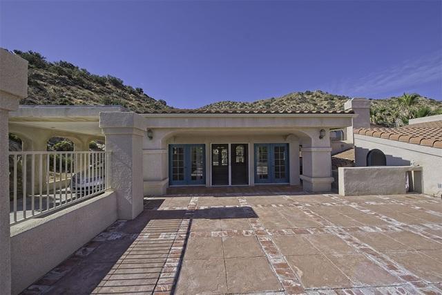 8585 Great House, Yucca Valley CA: http://media.crmls.org/mediaz/C62C2BEF-DD7A-4A3A-BF51-879609AB22A5.jpg