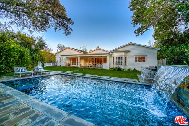 Single Family Home for Sale at 16760 Bajio Road Encino, California 91436 United States