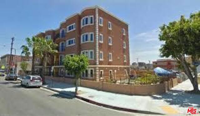 Condominium for Rent at 200 Manhattan Place S Los Angeles, California 90004 United States