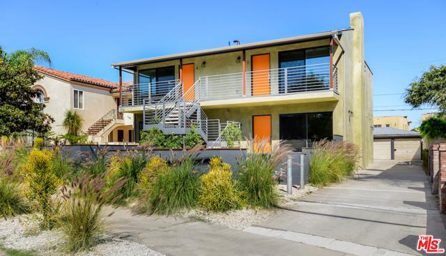 1166 S Cochran Avenue, Los Angeles CA: http://media.crmls.org/mediaz/C8FF6288-EA1A-43CF-AB31-680C4A25199E.jpg
