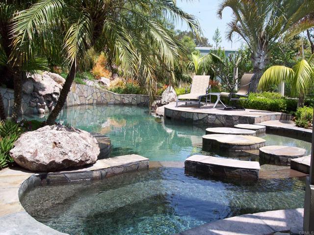 Detail Gallery Image 1 of 1 For 1334 Emeraude, Escondido,  CA 92029 - 4 Beds   3 Baths