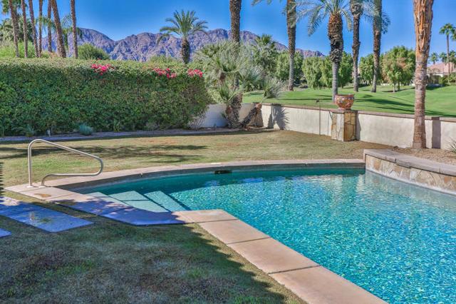 81410 Golf View Drive, La Quinta CA: http://media.crmls.org/mediaz/C9582D35-8C0D-4974-85F0-E633028D3F5F.jpg