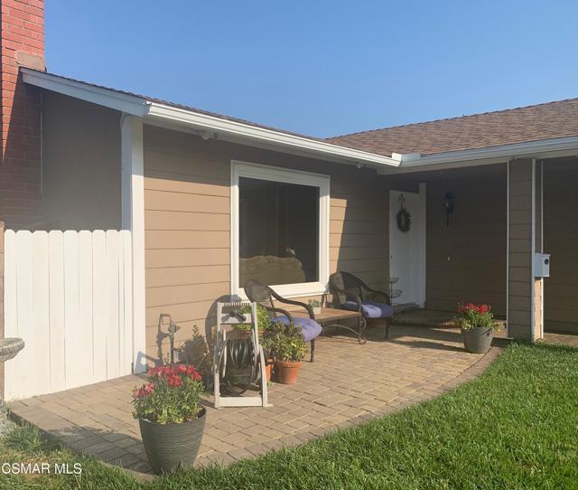 1703 Townley Circle, Simi Valley CA: http://media.crmls.org/mediaz/C966579E-D5C1-4F53-9DFA-153F3815847A.jpg