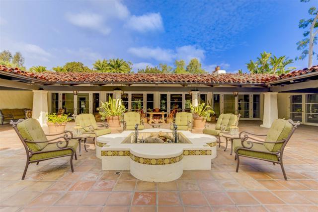 17538 El Vuelo, Rancho Santa Fe CA: http://media.crmls.org/mediaz/C9BE3923-FCA6-4BE8-AEDC-FA416813374C.jpg