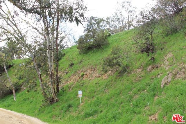 9229 Crescent Drive, Los Angeles CA: http://media.crmls.org/mediaz/C9BF251F-5CEC-4A63-A96D-A2F77B8368A5.jpg