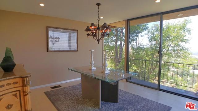 3873 Beverly Ridge Drive, Sherman Oaks CA: http://media.crmls.org/mediaz/CA3858A1-A436-4E1A-A05B-EAB539533B9B.jpg