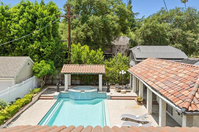 695 Lakewood Place, Pasadena CA: http://media.crmls.org/mediaz/CA7E1285-777B-4F21-8BF3-3B53AC678E8B.jpg