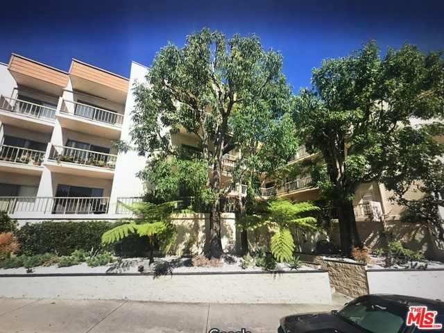 622 S BARRINGTON Avenue # 302 Los Angeles CA 90049