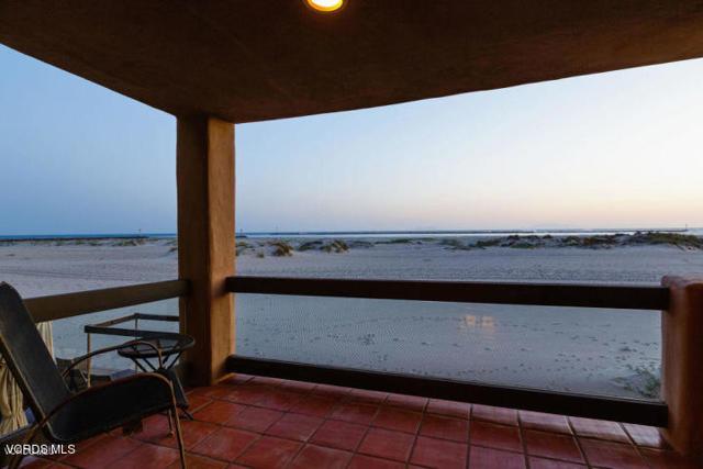 3265 Ocean Drive, Oxnard CA: http://media.crmls.org/mediaz/CB0C362A-60E8-4A4C-BE83-FF8FF51572C9.jpg