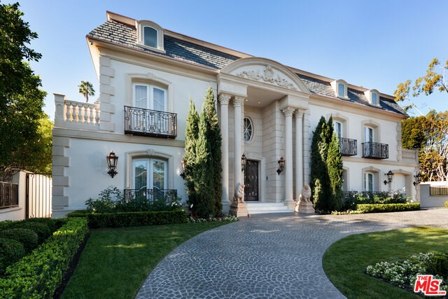 Single Family Home for Sale at 613 Canon Drive N Beverly Hills, California 90210 United States