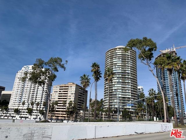 940 E 3Rd Street, Long Beach CA: http://media.crmls.org/mediaz/CBB2628A-3ABC-42C3-AE9E-F7DFC8C0F410.jpg