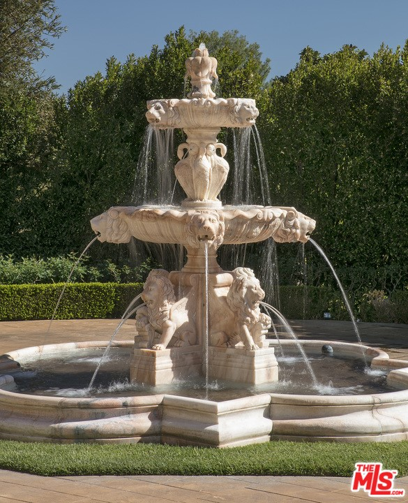 54 Beverly Park Way, Beverly Hills CA: http://media.crmls.org/mediaz/CC0EF5D7-19CA-4213-B81F-1F8676FE9DAB.jpg
