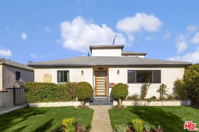 1437 BERKELEY St, Santa Monica, CA 90404