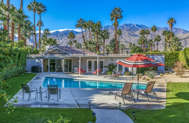 592 Tercero Circle, Palm Springs CA: http://media.crmls.org/mediaz/CC93F2CC-3CB9-4C0B-B4DD-98A6B79D20B1.jpg