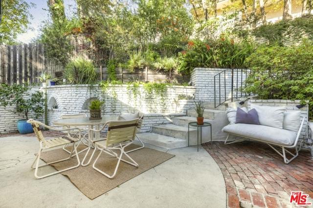 3246 Primera Avenue, Los Angeles CA: http://media.crmls.org/mediaz/CCC5C674-6F7A-43A2-A493-8E929CA049CF.jpg