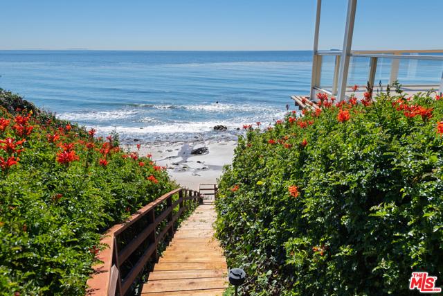 33800 Pacific Coast Highway, Malibu CA: http://media.crmls.org/mediaz/CD350D74-BEF9-47D5-9A92-A416DB07E3E4.jpg
