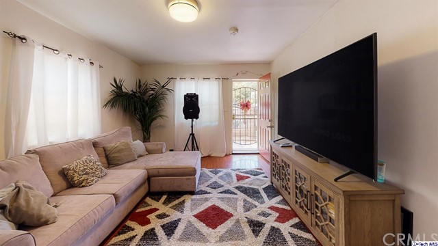 4548 Huntington E Drive, Los Angeles CA: http://media.crmls.org/mediaz/CD4D5FF4-6C13-4EF0-B17A-F8D1DB6B0D6E.jpg