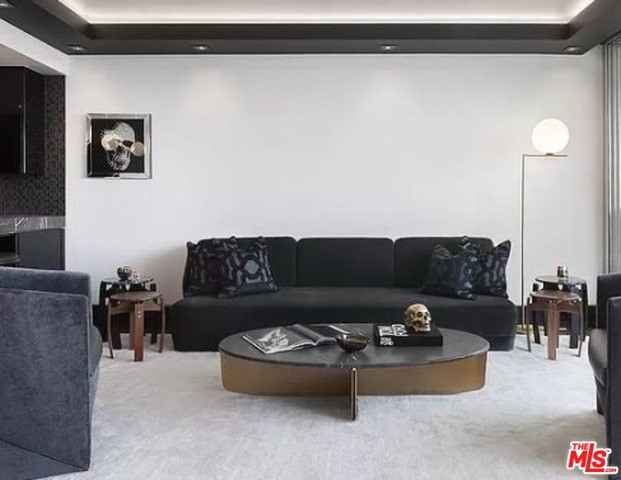 8787 SHOREHAM Drive, West Hollywood CA: http://media.crmls.org/mediaz/CD534B8D-52BF-4687-9697-0608FD7A3C22.jpg