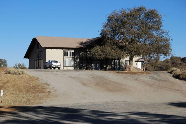 23181 Constance Way, Tehachapi CA: http://media.crmls.org/mediaz/CD6B58E2-371D-4785-92E4-665632F92AEB.jpg