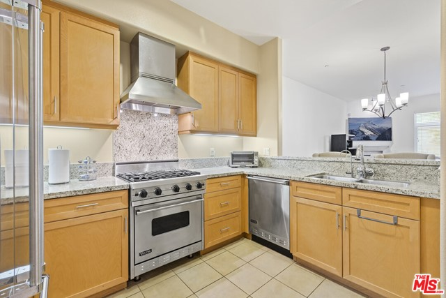 4050 Glencoe Avenue, Marina del Rey CA: http://media.crmls.org/mediaz/CDE91BB4-E85B-4F34-A884-B718CAFB0EE2.jpg