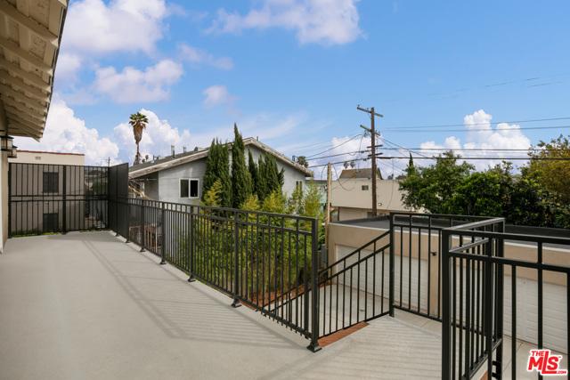 4632 St Charles Place, Los Angeles CA: http://media.crmls.org/mediaz/CE57743A-0F96-41DD-83BE-03DD9021EC9C.jpg