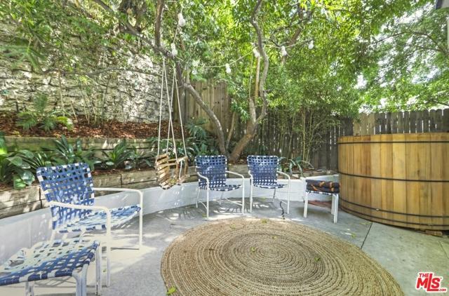 3246 Primera Avenue, Los Angeles CA: http://media.crmls.org/mediaz/CED185AB-6D9C-43A0-9456-FB7A5434481D.jpg