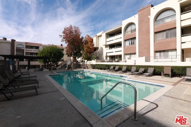 Photo of 21620 BURBANK Boulevard #23, Woodland Hills, CA 91367